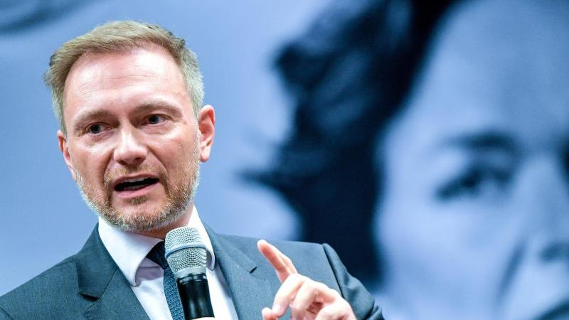 Christian Lindner bei der Wahlkampfveranstaltung der Hamburger FDP zur Bürgerschaftswahl. Foto: Axel Heimken/dpa
