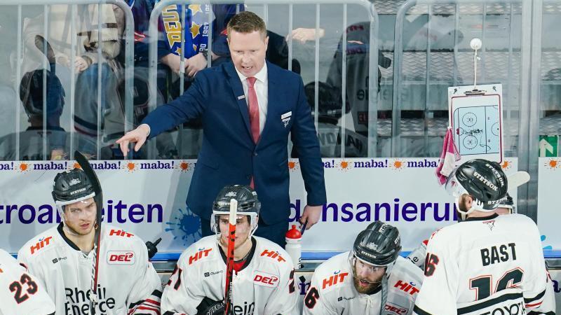 Die Kölner Haie um Trainer Mike Stewart verloren erneut. Foto: Uwe Anspach/dpa