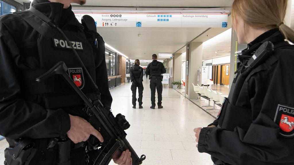 Polizei in der MHH-Klinik in Hannover