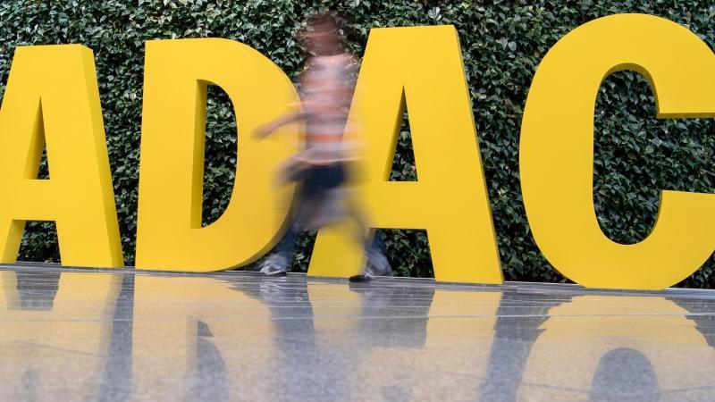 Derzeit verfügen dem ADAC zufolge nur die Fahrzeughersteller über in einem Fahrzeug gesammelte Daten. Foto: picture alliance / Peter Kneffel/dpa