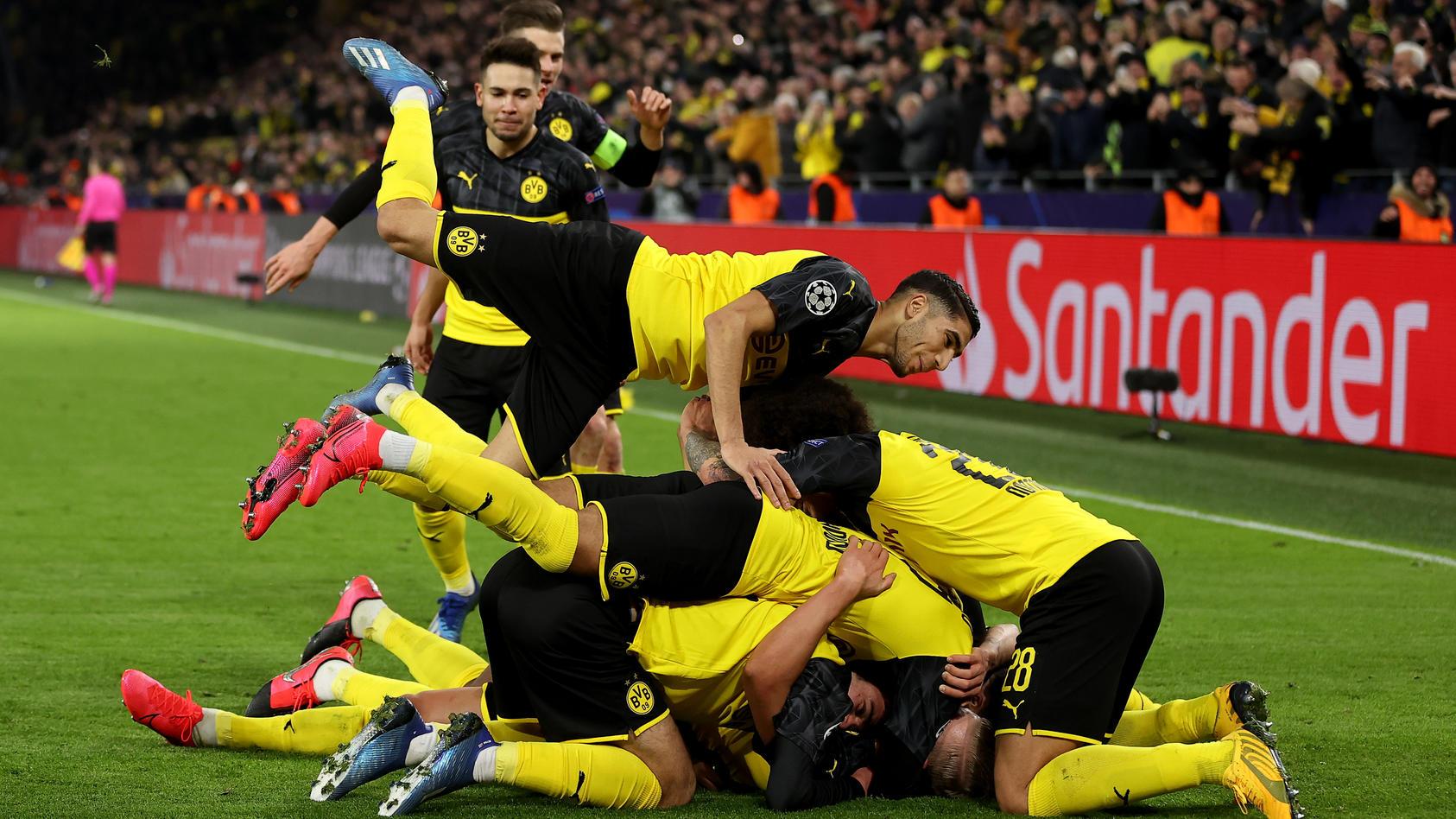***BESTPIX*** Borussia Dortmund v Paris Saint-Germain - UEFA Champions League Round of 16: First Leg