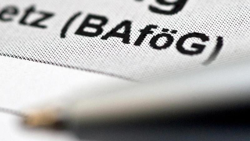 Für das Bafög gibt es neue Rückzahlungsregeln. Davon können auch ehemalige Empfänger profitieren. Foto: Andrea Warnecke/dpa-tmn
