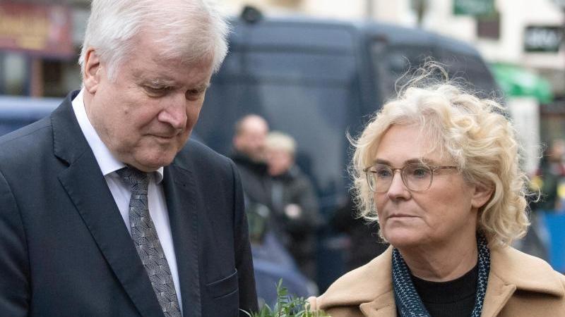 Christine Lambrecht (SPD), Bundesjustizministerin, und Horst Seehofer (CSU), Bundesinnenminister. Foto: Boris Roessler/dpa