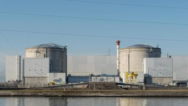 Das Atomkraftwerk in der Nähe der deutschen Grenze. Foto: Patrick Seeger/dpa/Archivbild