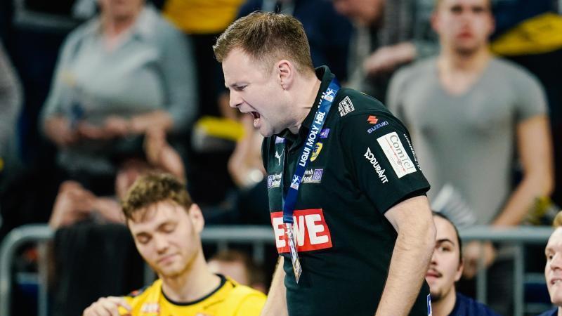 Kristjan Andresson ärgert sich, hier beim Spiel gegen MT Melsungen. Foto: Uwe Anspach/dpa/Archivbild