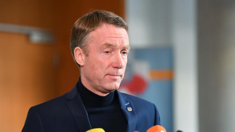 Raymond Walk, Generalsekretär der CDU-Thüringen, steht für ein Statement vor Journalisten im Thüringher Landtag. Foto: Martin Schutt/dpa-Zentralbild/dpa/Archivbild
