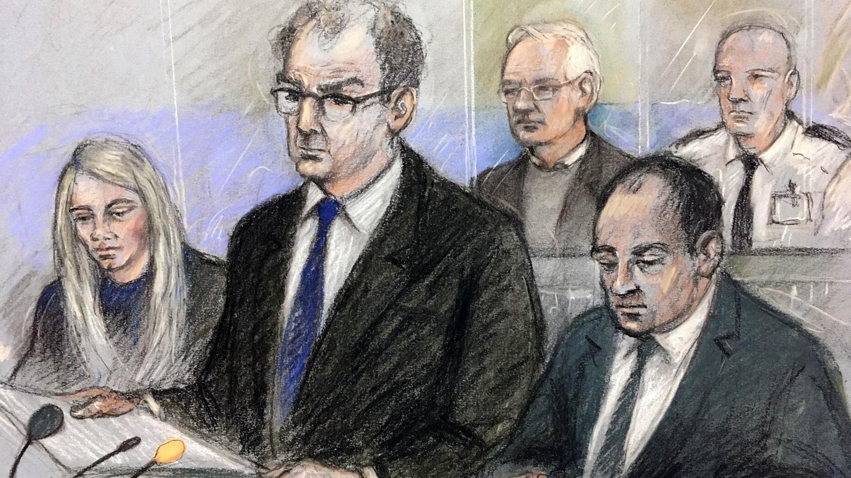 Die Gerichtszeichnung von Elizabeth Cook zeigt Wikileaks-Gründer Julian Assange (hinten,l.) während der Anhörung in London
