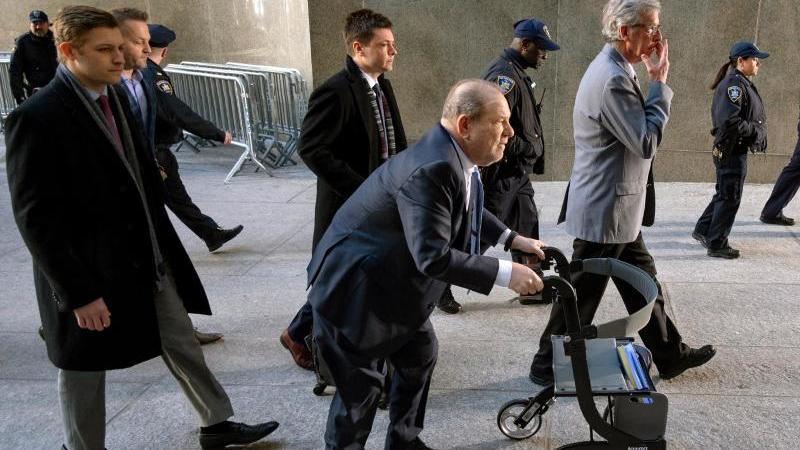 Harvey Weinstein trifft vor dem Gericht in Manhattan ein. Foto: Craig Ruttle/AP/dpa