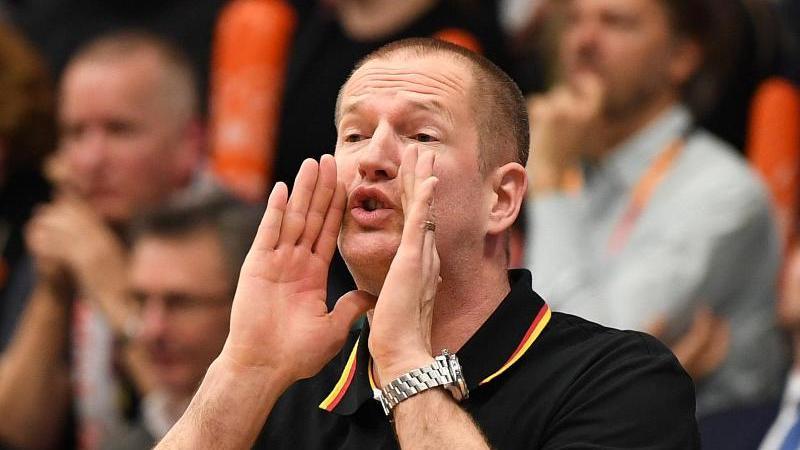 Bundestrainer Henrik Rödl kassierte mit den deutschen Basketballern in Großbritannien eine unnötige Niederlage. Foto: Carmen Jaspersen/dpa
