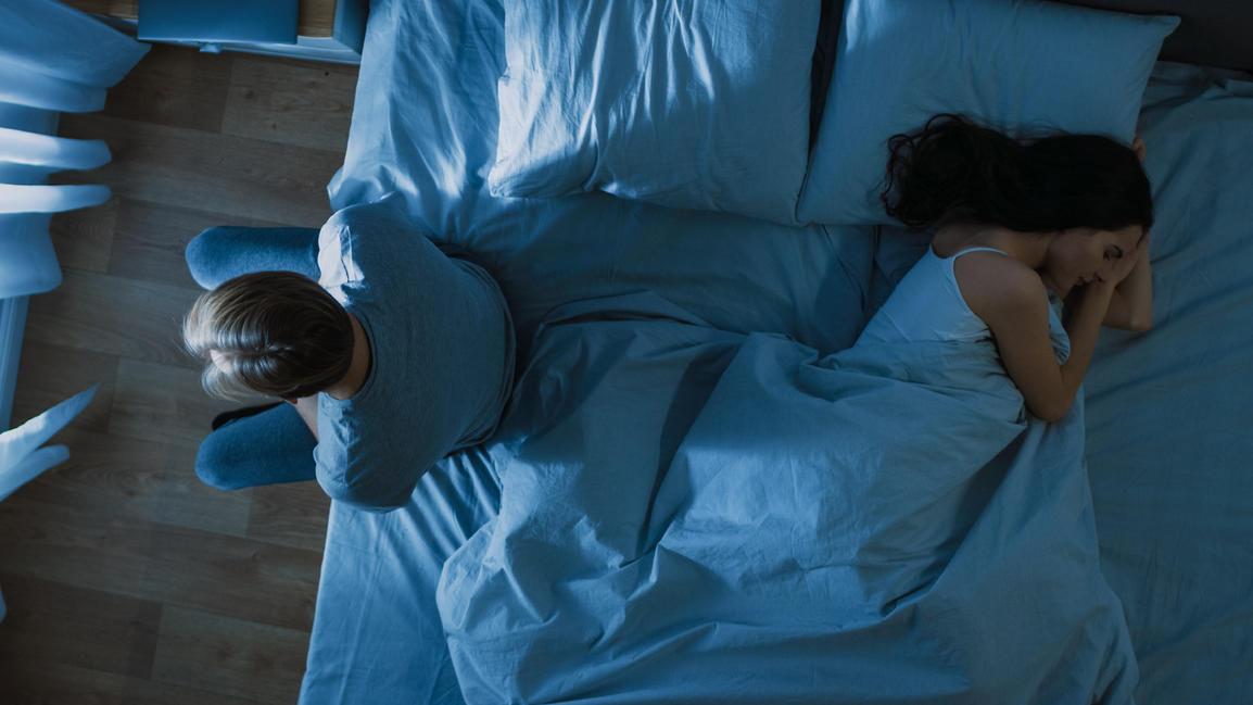 Ehekrise: Einfach auseinander gelebt oder hat der Partner eine Affäre mit einem Mann? Symbolbild