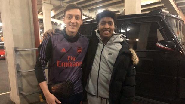 Mesut Özil und Fan Jake