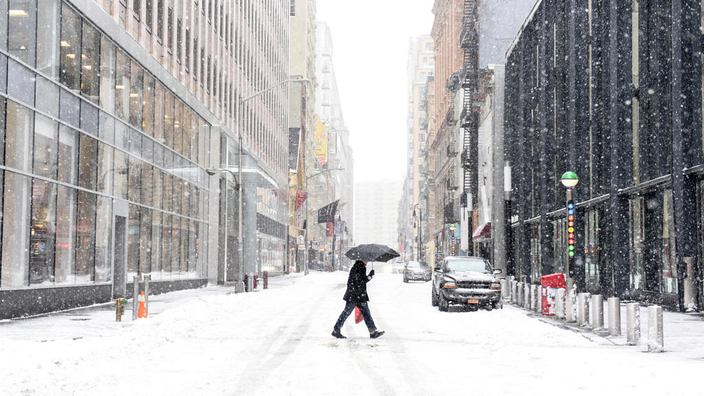 NEW YORK, NY, USA - JANUARY 27 2015 - A pedestrian pass a street in the Financial District, early Tuesday morning on January 27, 2015. In New York City, the blizzard did not amount to what was originally predicted. Photo: Andrew Renneisen/dpa