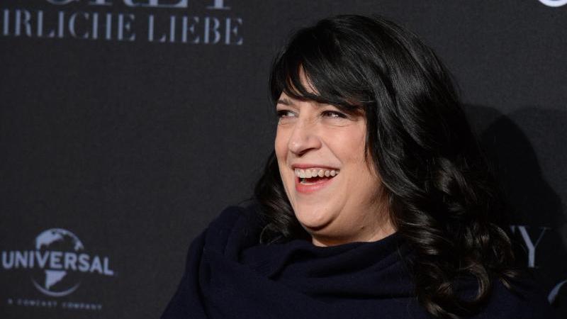 """E.L. James kommt 2017 zur Europapremiere von """"Fifty Shades of Grey - Gefährliche Liebe"""". Foto: Daniel Reinhardt/dpa"""