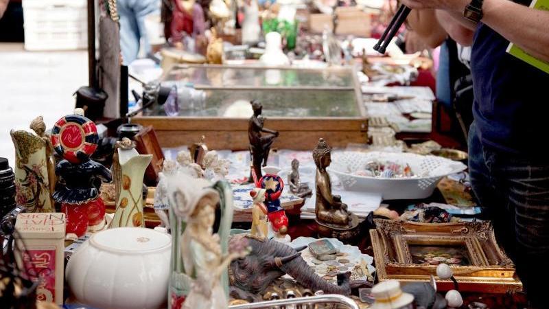Der Trödelmarkt ist nach wie vor eine gute Möglichkeit, sich von alten Dingen zu trennen. Foto: Kai Remmers/dpa-tmn