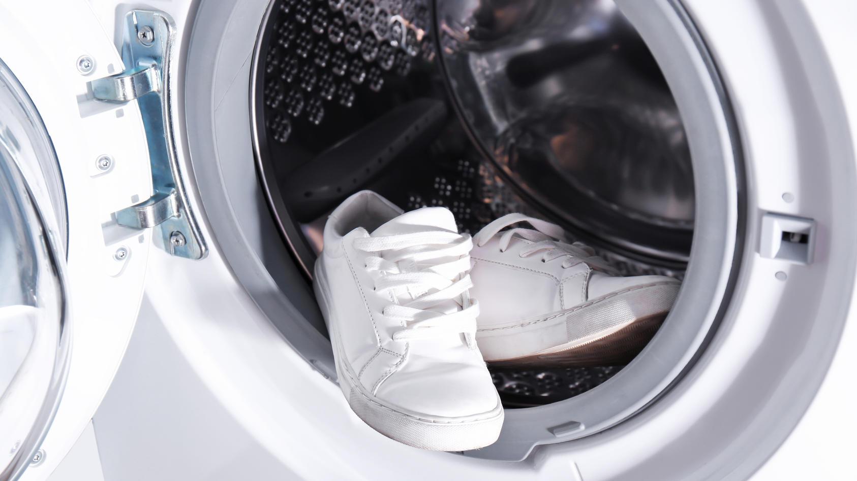 So sauber sollen unsere Sneakers werden - aber dürfen sie in die Waschmaschine?