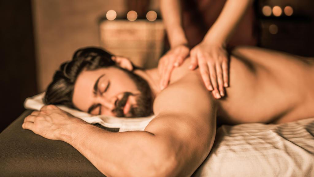 Genießen Sie den Zusatztag bei einer Massage.