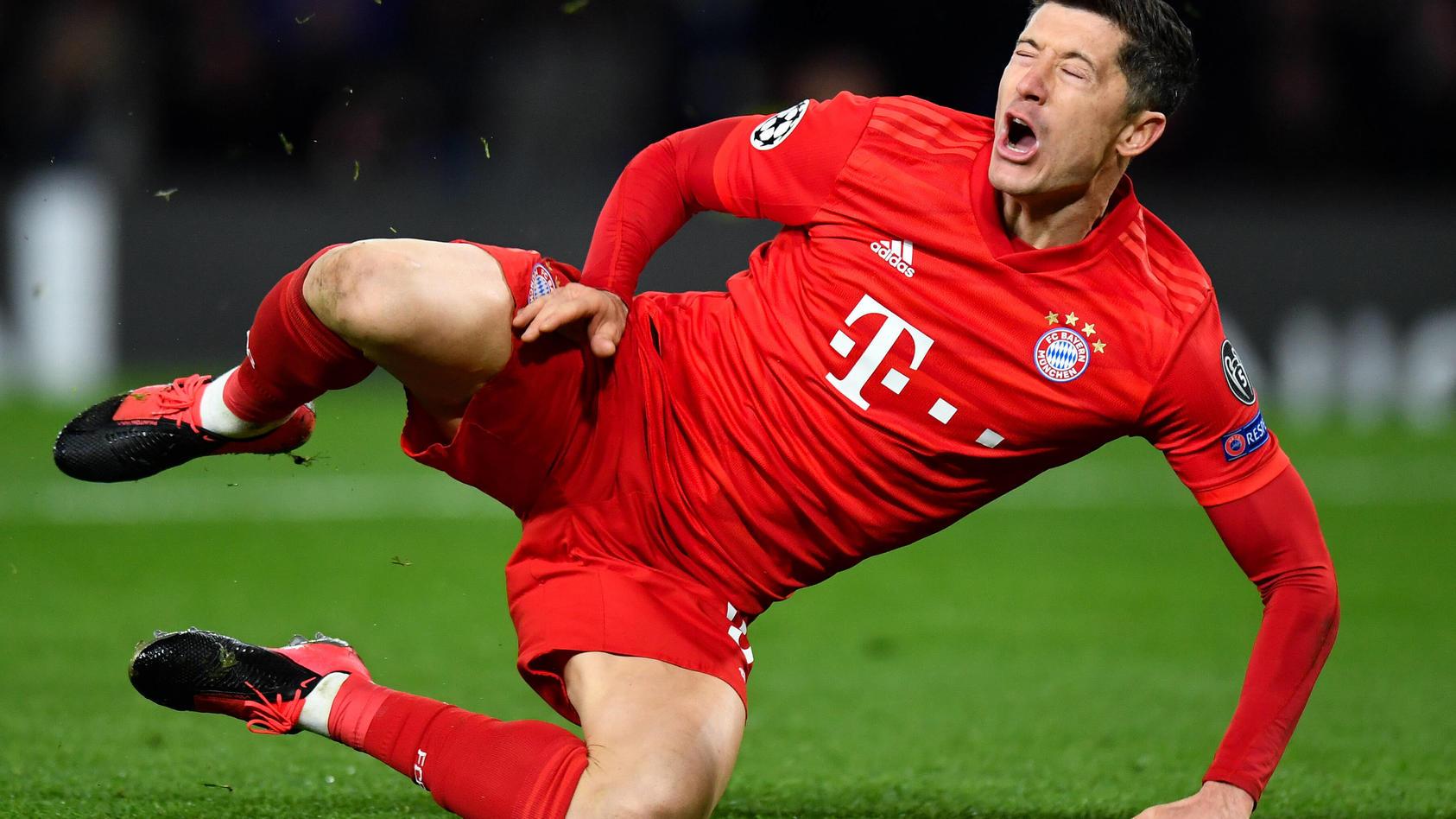 Football - 2019 / 2020 UEFA Champions League - Round of Sixteen, First Leg: Chelsea vs. Bayern Munich Bayern Munich s R