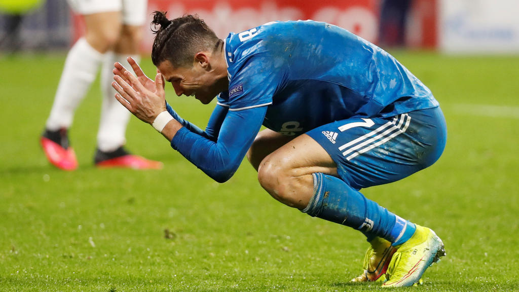 Soccer Football - Champions League - Round of 16 First Leg - Olympique Lyonnais v Juventus - Groupama Stadium, Lyon, France - February 26, 2020  Juventus' Cristiano Ronaldo reacts on the ground  REUTERS/Eric Gaillard