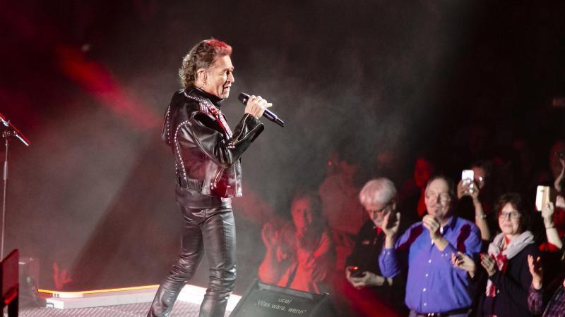 Peter Maffay singt vor 8000 begeisterten Fans. Foto: Frank Molter/dpa