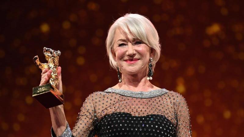 70. Berlinale, Verleihung Goldener Ehrenbär an Mirren. Schauspielerin und Preisträgerin Helen Mirren. Foto: Britta Pedersen/dpa-Zentralbild/dpa