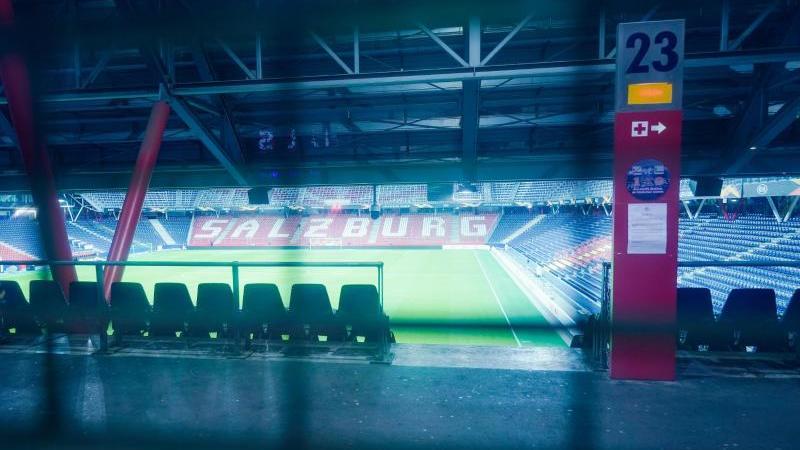 Wegen einer Orkanwarnung wurde das Spiel von Eintracht Frankfurt bei Red Bull Salzburg um einen Tag verlegt. Foto: Uwe Anspach/dpa
