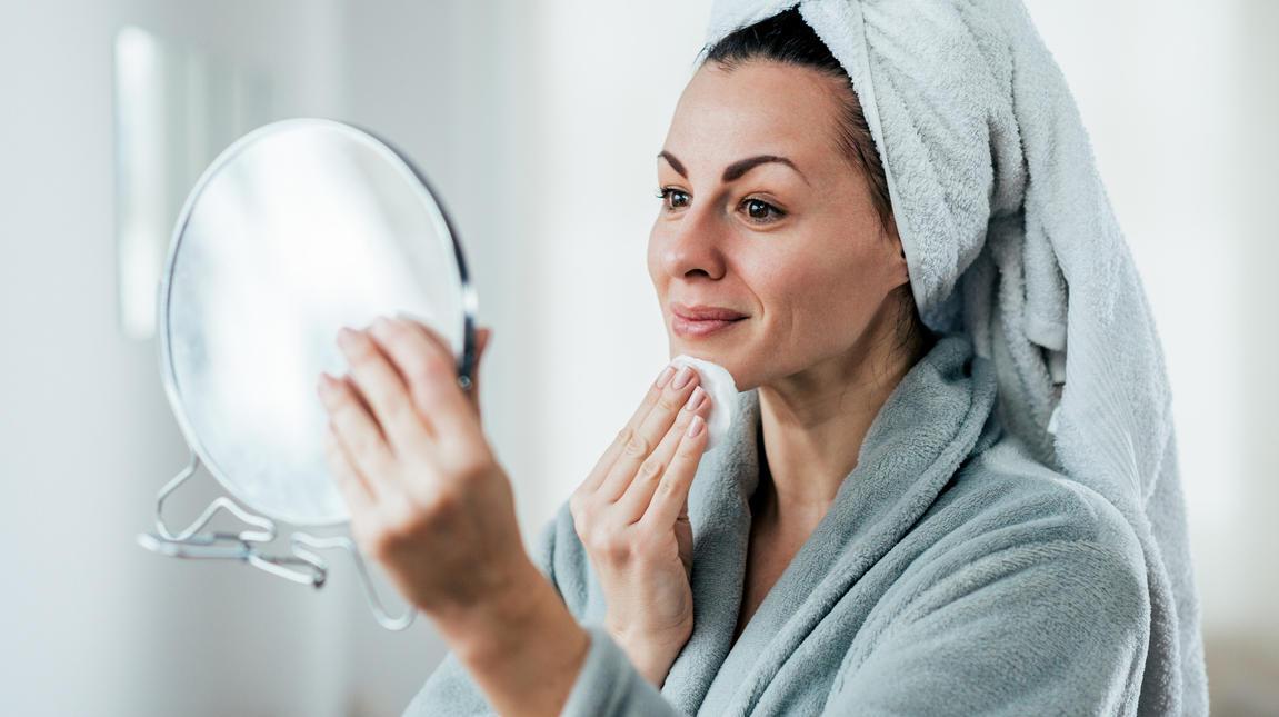 Kranke Haut braucht eine besonders milde Pflege - oft reicht schon Wasser aus