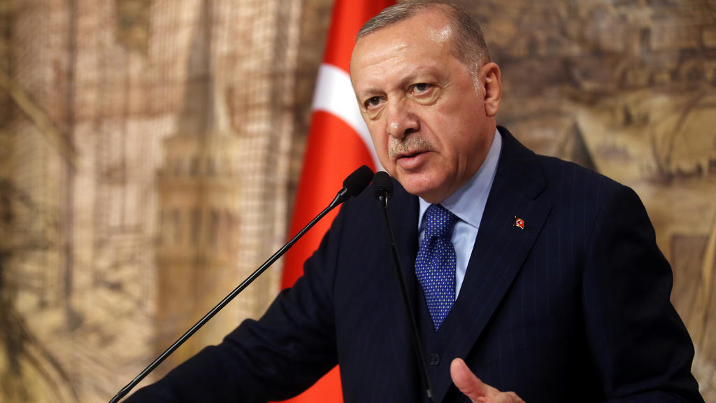 Turkish President Tayyip Erdogan speaks during a meeting in Istanbul, Turkey, February 29, 2020. Turkish Presidential Press Office/Handout via REUTERS ATTENTION EDITORS - THIS PICTURE WAS PROVIDED BY A THIRD PARTY. NO RESALES. NO ARCHIVE