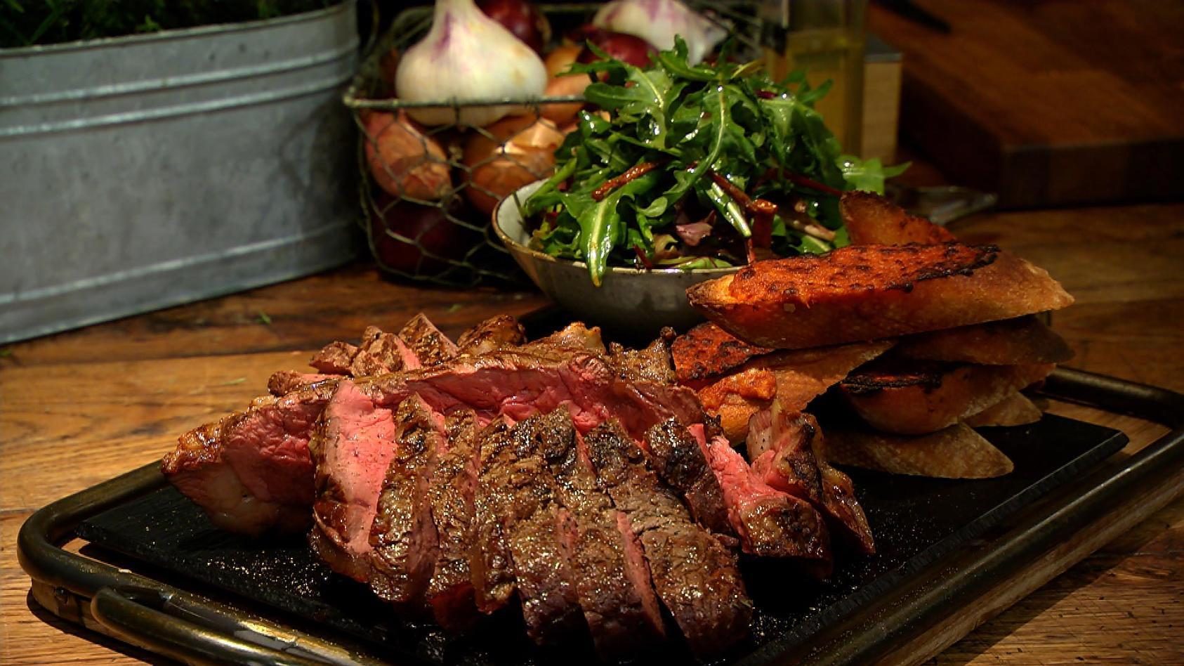 Ja ich grill! – Grillrezepte für jede Jahreszeit: Steak mit Salat und Pesto-Baguette