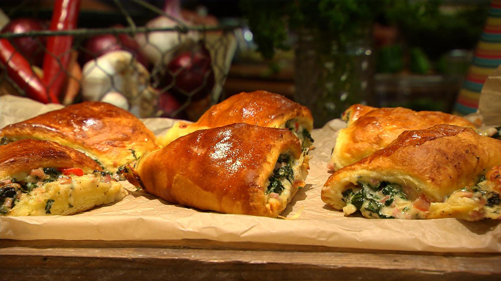 Feiern mit Gästen! So lässt sich die eigene Party genießen: Deftiger Croissant-Kranz