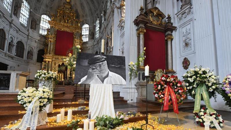 Abschied von Joseph Vilsmaier in der St. Michaelskirche. Foto: Tobias Hase/dpa