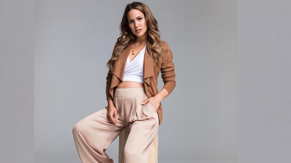 Angelina Heger posiert im Rahmen einer exklusiven Women'sDay-Kampagne für Lascana