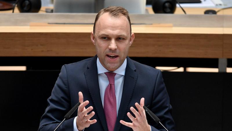 Sebastian Czaja, Fraktionsvorsitzender der Berliner FDP, spricht im Berliner Abgeordnetenhaus. Foto: Britta Pedersen/dpa-Zentralbild/dpa
