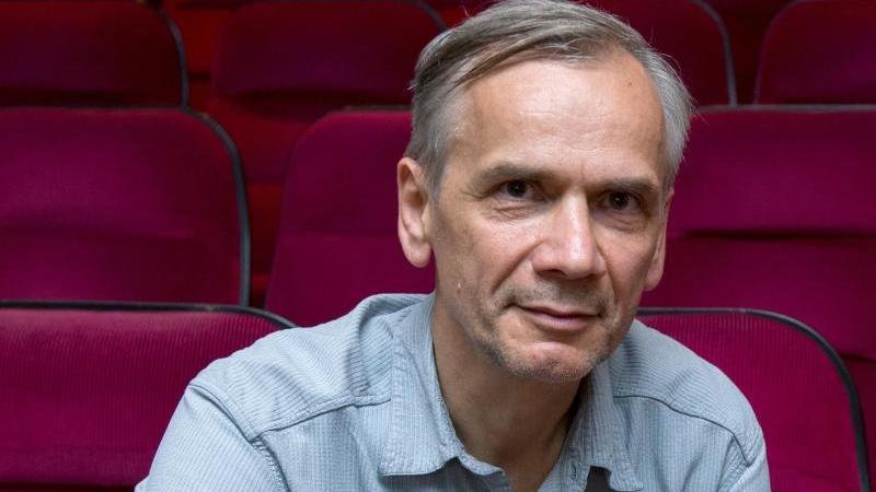 """Lutz Seiler ist mit seinem neuen Roman """"Stern 111"""" für den Leipziger Buchpreis 2020 nominiert. Foto: Hendrik Schmidt/dpa-Zentralbild/dpa"""