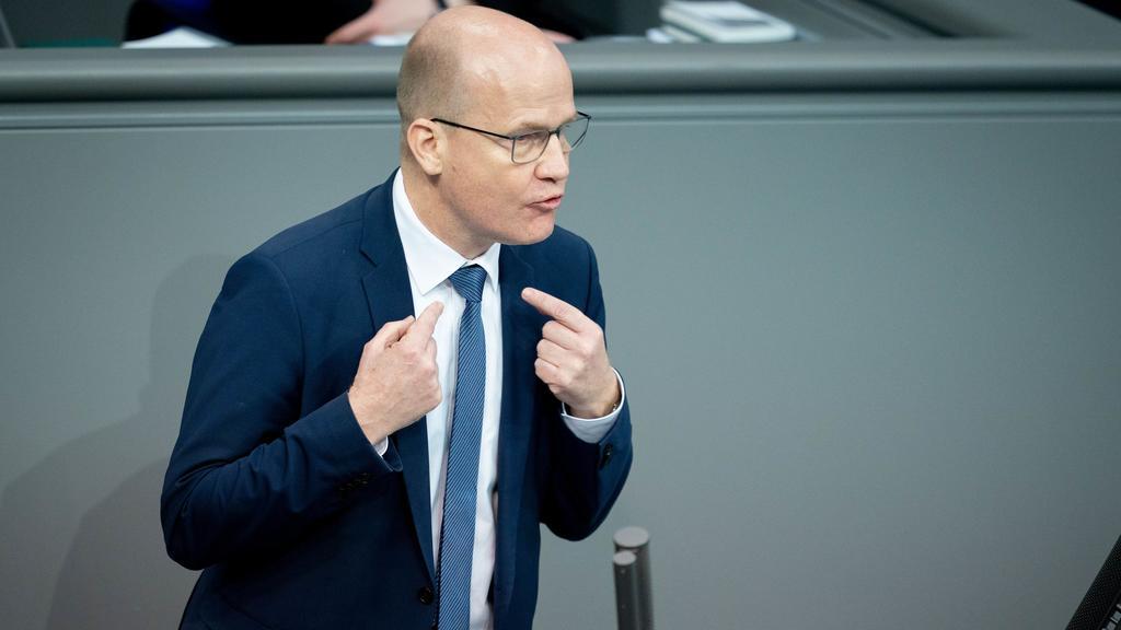 05.03.2020, Berlin: Ralph Brinkhaus (CDU), Vorsitzender der CDU/CSU-Bundestagsfraktion, spricht bei der Sitzung des Bundestages. Thema der Debatte war der Kampf gegen Hass und rechten Terror in Deutschland. Foto: Kay Nietfeld/dpa +++ dpa-Bildfunk +++