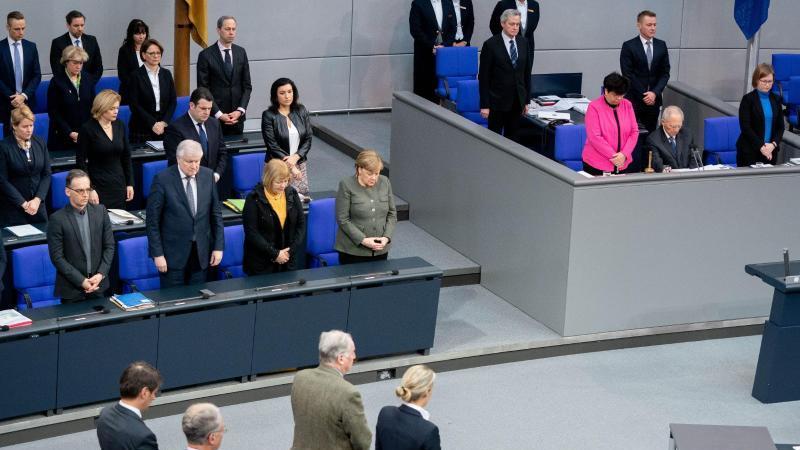 Die Bundesregierung, das Bundestagspräsidium und die Fraktionen gedenken im Bundestag der Opfer des Anschlags von Hanau. Foto: Kay Nietfeld/dpa