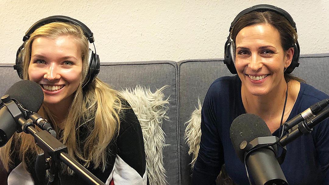 Annabella Zetsch und Ulrike Frank bei den Aufnahmen zum aktuellen GZSZ-Podcast.