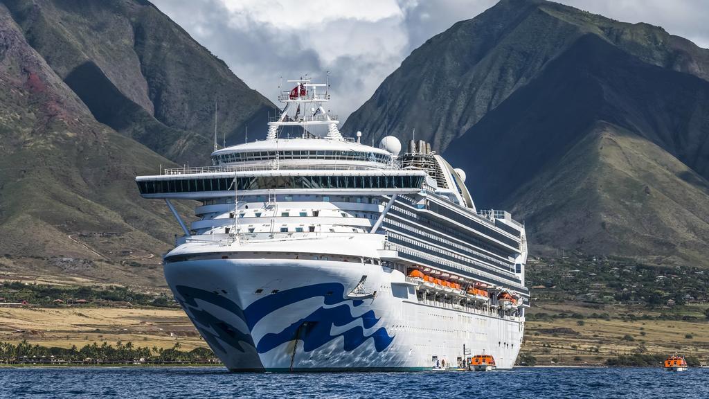 Grand Princess Cruise Ship moored along the coastline of Lahaina, Maui Lahaina, Maui, Hawaii, United States of America PUBLICATIONxINxGERxSUIxAUTxONLY Copyright: DavidxHoffmannxPhotography 12550644