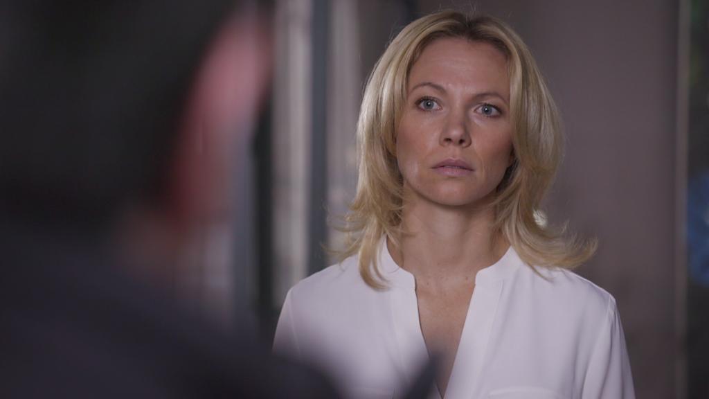 AWZ: Lena schaut Marian böse an