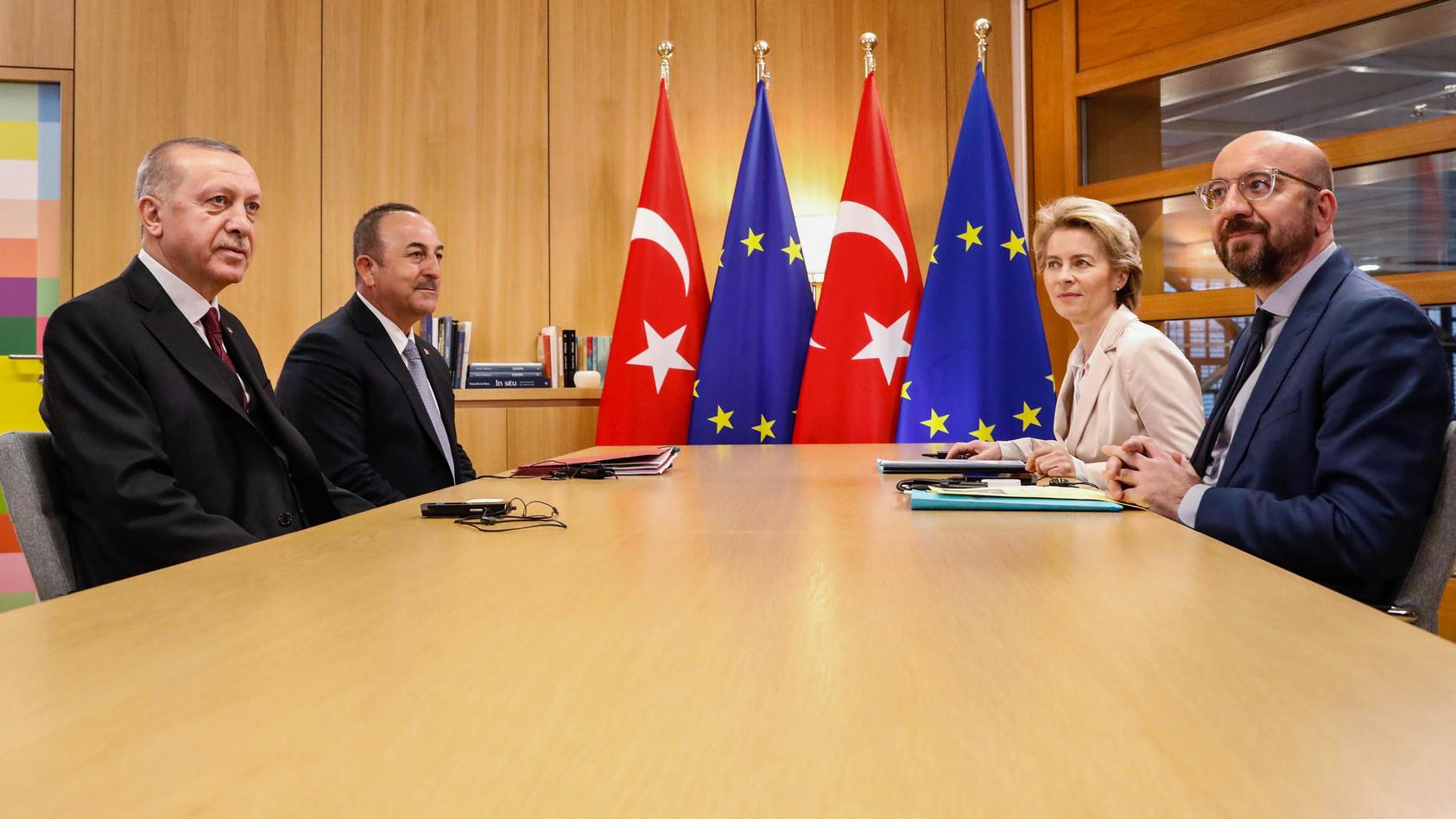 EUROPSKA KOMISIJA: Turska će se 'još više udaljiti' od Unije zbog bojkota francuskih proizvoda
