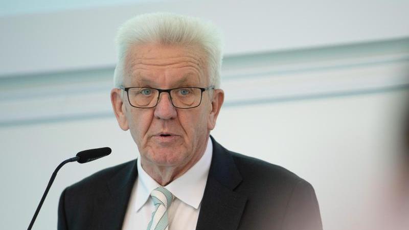 Winfried Kretschmann (Bündnis 90/Die Grünen) spricht. Foto: Sebastian Gollnow/dpa/Archivbild