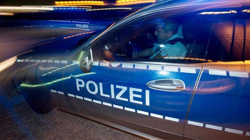 Eine Fahrschülerin (44) ist am Dienstag bei einem Verkehrsunfall in Wermelskirchen (Nordrhein-Westfalen) ums Leben gekommen (Symbolbild).