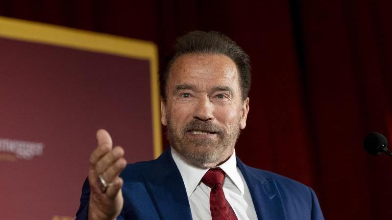 Arnold Schwarzenegger reagiert mit Humor auf die Krise. Foto: Paul Bersebach/Orange County Register via ZUMA/dpa