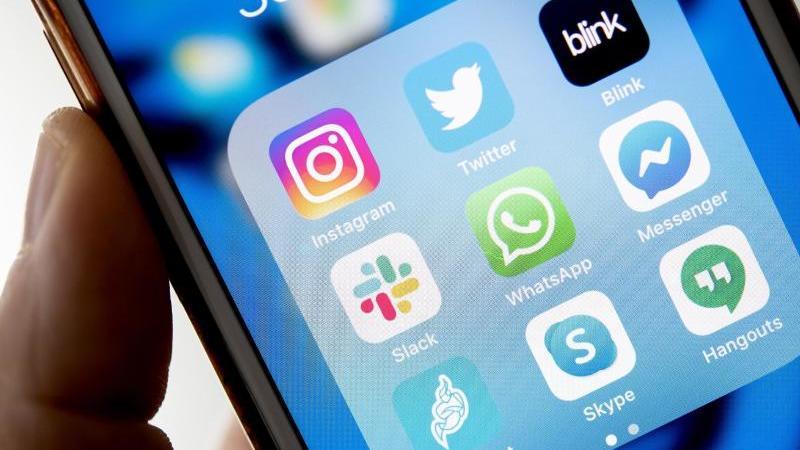 An Apps und Programmen für Videochats und Videokonferenzen mangelt es nicht. Foto: Zacharie Scheurer/dpa-tmn