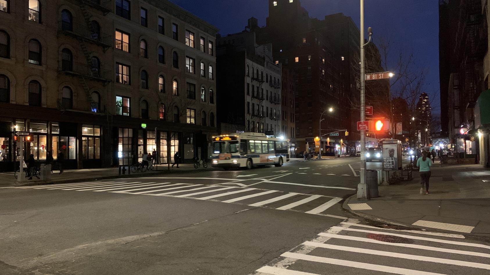 New York City am Abend: Die Stadt, die niemals schläft, schlummert