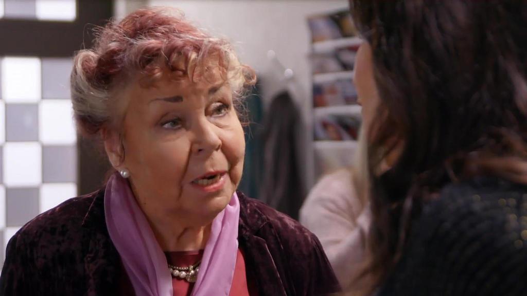 Unter uns: Rosi bespricht sich mit Britta.
