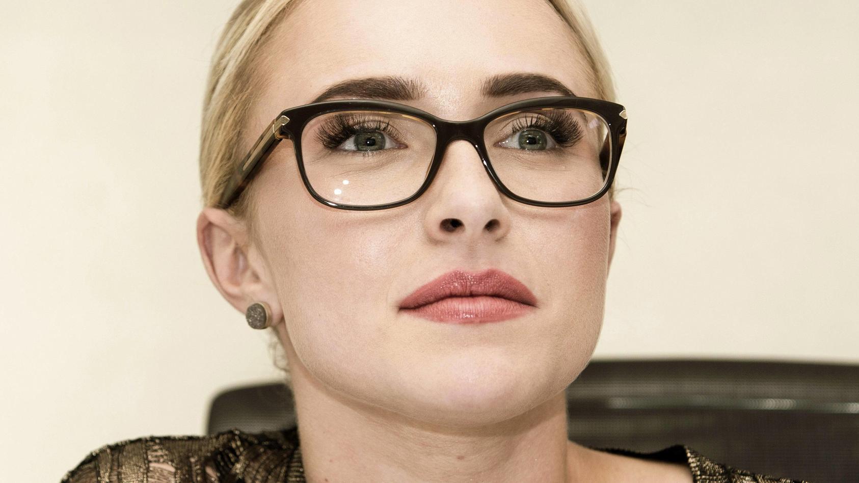 Hayden Panettiere äußert sich erstmals zu Gewaltvorwürfen gegen ihren Exfreund Brian Hickerson.