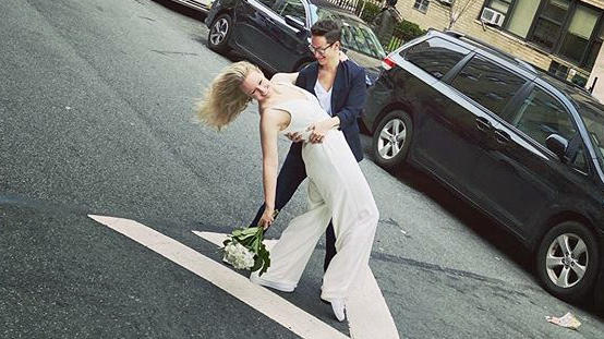Heiraten auf der Straße - Not macht erfinderisch in der Corona-Krise
