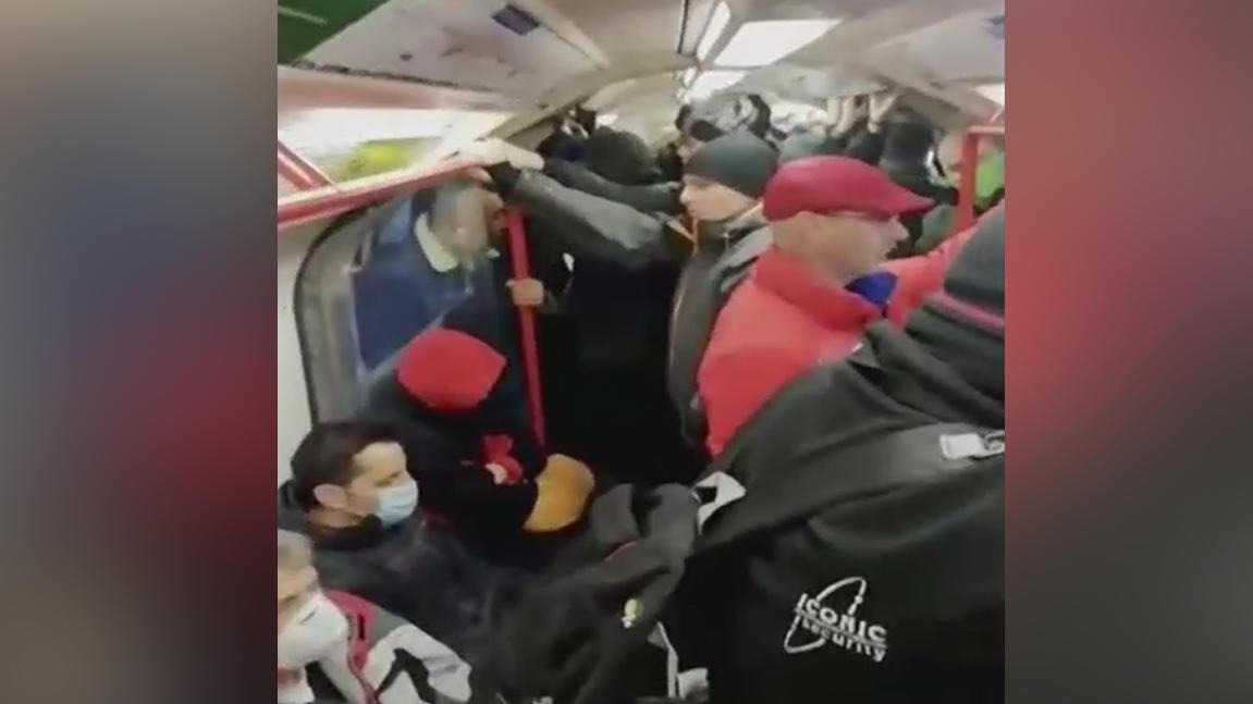 Londons Busse und Bahnen völlig überfüllt