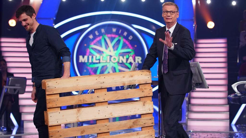 Mit der Europalette zur Million! Der frisch gebackene WWM-Millionär Ronald Tenholte mit Moderator Günther Jauch