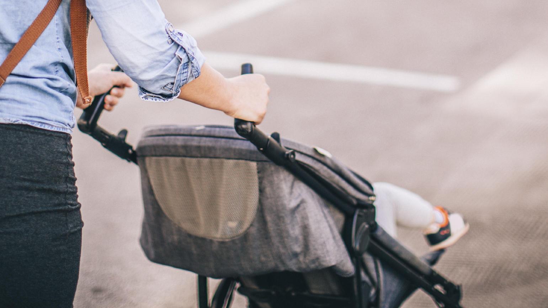 In einigen Filialen von Aldi Süd ist nur der Eintritt mit Einkaufswagen erlaubt. Eine junge Mutter mit Buggy wurde jetzt von einem Sicherheitsmann abgewiesen. (Symbolfoto)